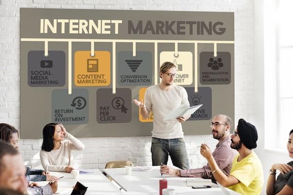 純広告とマーケティング