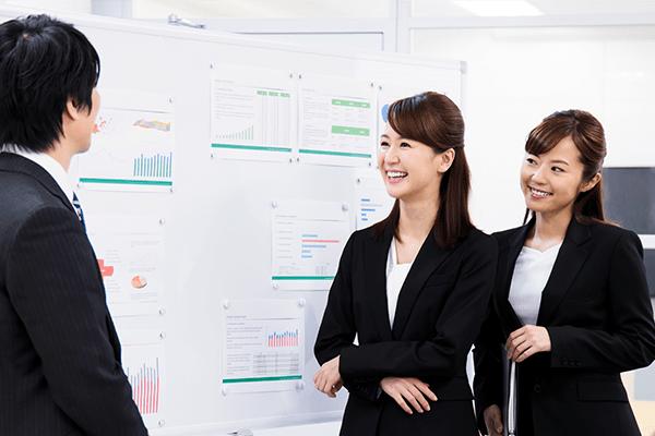 3C分析を教える女性